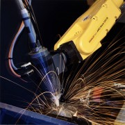新技术革命正在兴起 机器人为生产提供后备军